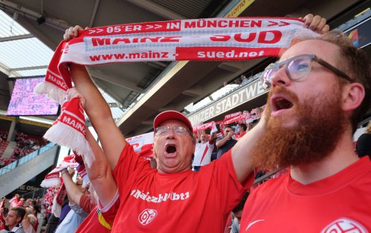 Mainz-Süd rockt die Haupttribüne beim 3:2 gegen den HSV